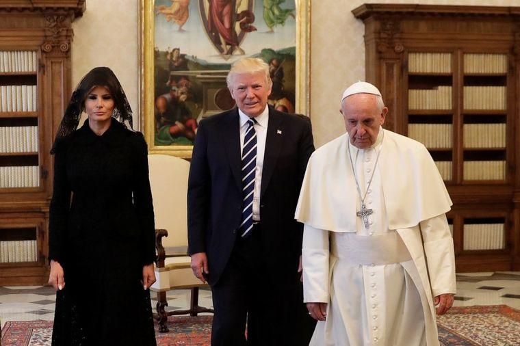 Šta je papa pitao Melaniju o Donaldu: Ceo svet gledao u neverici! (VIDEO)