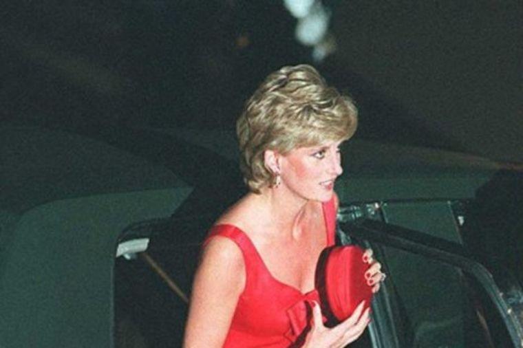 Princeza Dajana, dama u svakoj prilici: Otkriveno zašto je uvek nosila tašnicu uz sebe! (FOTO)