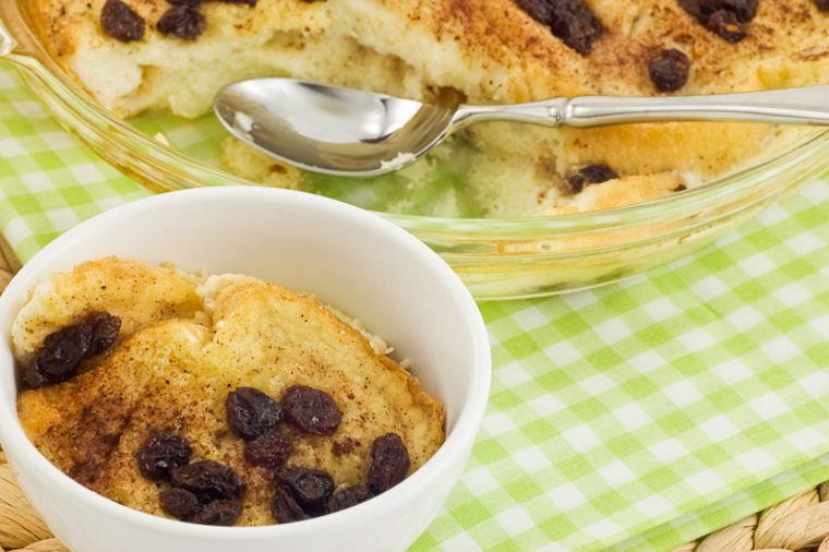 Sočan kolač od bajatog hleba: Jeftina i ukusna poslastica za svačiji džep! (RECEPT)