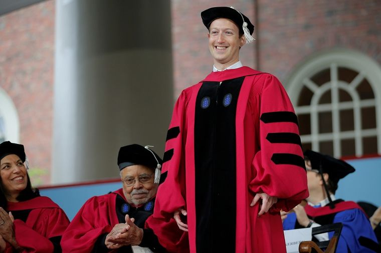 Mark Zakerberg dobio Harvard diplomu posle 12 godina (VIDEO)