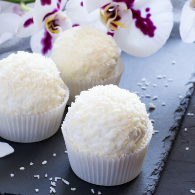 Najzdraviji slatkiš ikada jedite koliko hoćete: Kokos kuglice od samo 2 sastojka! (RECEPT)