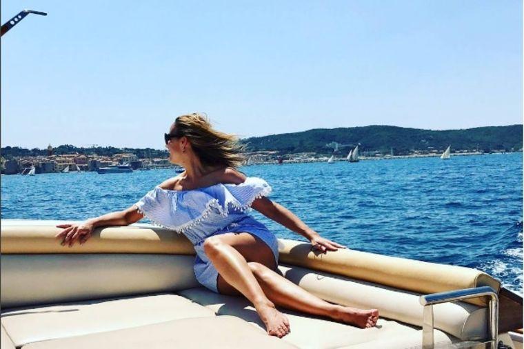 Marijana Mateus ovako izgleda u kupaćem: Jednodelni kostim za egzotičnu plažu! (FOTO)