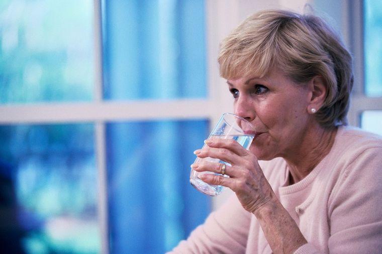 Kada ste nervozni i razdražljivi, popijte čašu vode: Evo zašto!