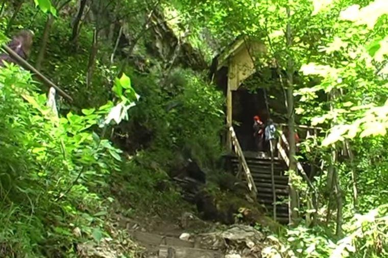 Najstarije srpsko svetilište: Iz skrivene pećine teče voda koja leči najteže bolesti (FOTO)