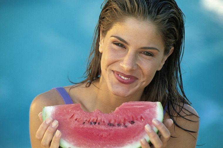 Moćna lubenica: Čisti creva, ispira šećere i masnoće iz tela za 10 dana!