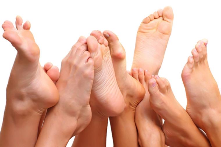 Da li vaše dete ima ravna stopala? Evo šta da uradite da ga rešite bolova u nogama i kičmi!