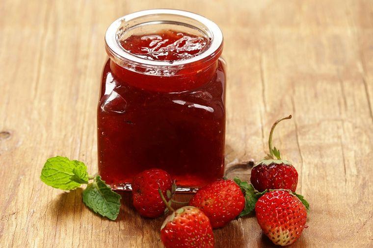 Džem od jagoda bez šećera i kuvanja: Toliko sladak, svež i zdrav! (RECEPT)