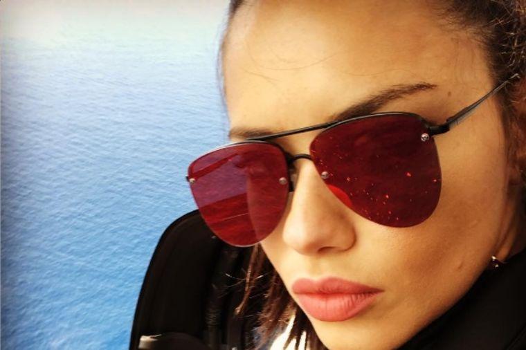 Adrijana Lima u crvenom kompletu: Na lepoj ženi sve dobro stoji! (FOTO)