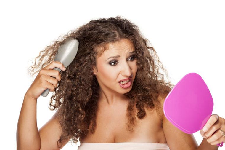 Zbogom zamršenoj kosi: 8 od 10 devojaka je potvrdilo da im ništa nije pomoglo kao ovo!
