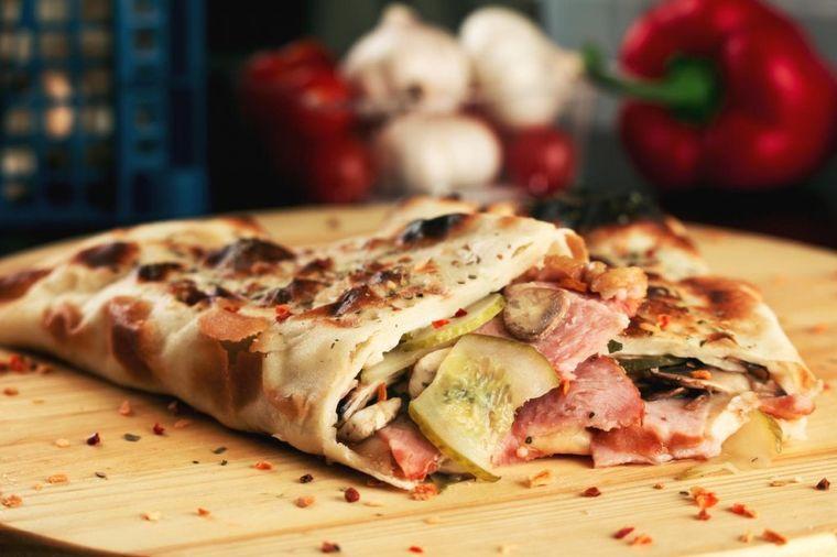 Recept stare Italijanke: Ovako se pravi klasična kalcona!