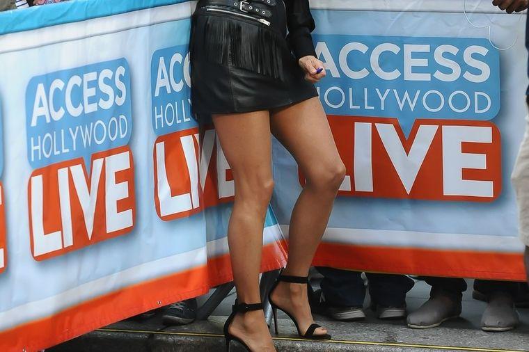 Ovako izgledaju noge žene koja ima 64 godine: Za nju je vreme stalo! (FOTO)