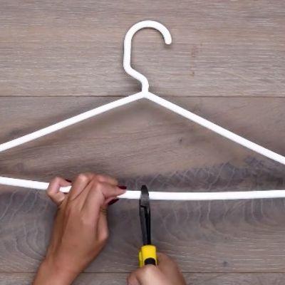 Prepolovila plastični ofinger i olakšala sebi život: Genijalnu caku koristićete i vi! (VIDEO)