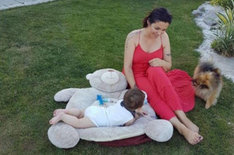 Seka Aleksić jedva dočekala lepo vreme: Ovako uživa sa sinom u svom rajskom dvorištu! (FOTO)
