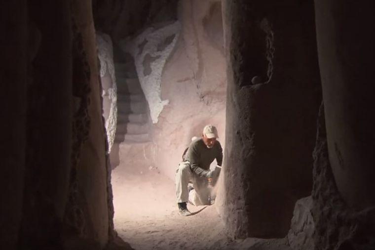 25 godina proveo u pećini sa psom: Zapanjiće vas šta je kamera snimila unutra! (VIDEO)