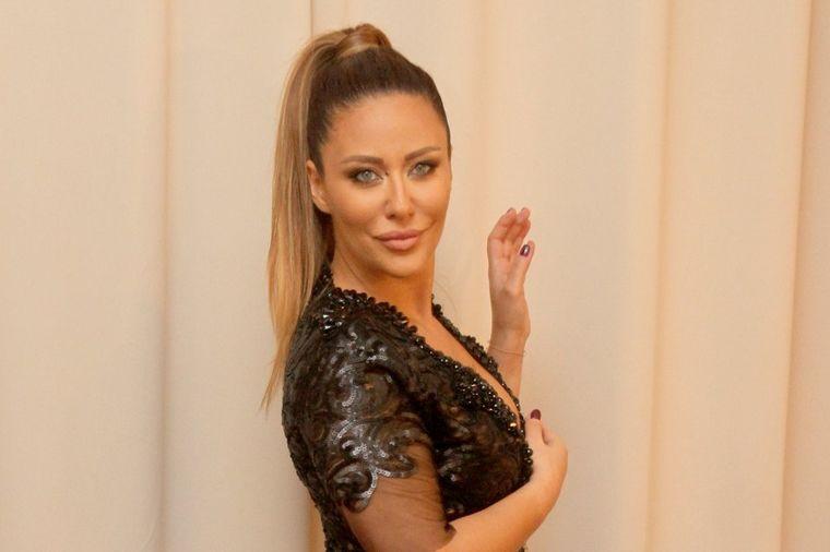 Na nju je Ana Nikolić fatalna zavodnica: Ovako izgleda mama Milijana u bikiniju! (FOTO)