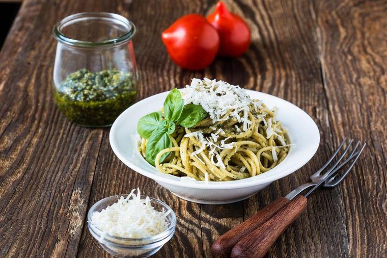 Pesto genoveze i špagete: Jelo koje se u inostranstvu bogato plaća! (RECEPT)