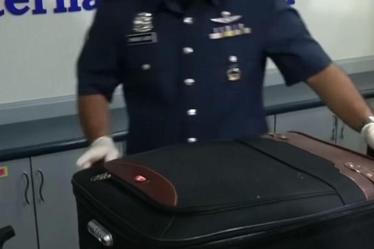 Carinici otvorili 5 sumnjivih kofera sa istom oznakom: Šokirao ih prizor! (VIDEO)