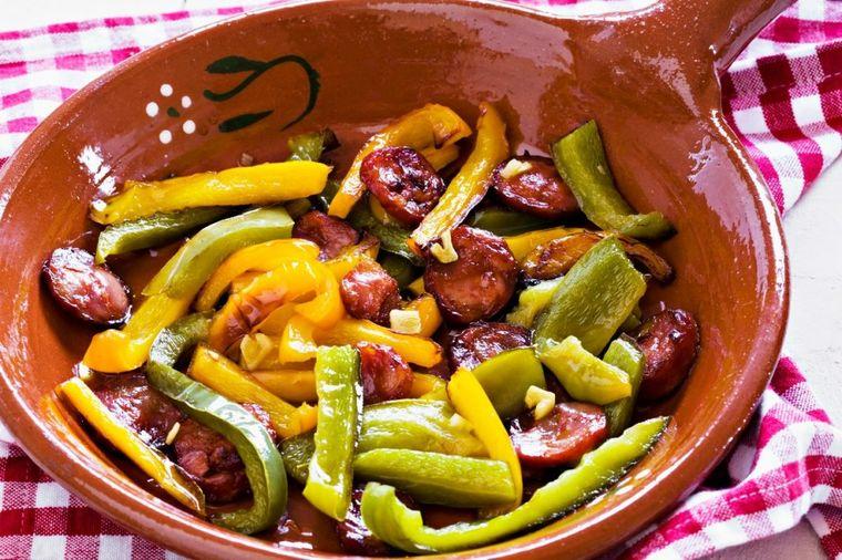 Ultra jeftin i brz ručak: Najukusnija paprika pržena u pavlaci! (RECEPT)