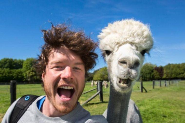 Ono što on radi sa životinjama niko ne ume: Njegove fotografije ceo svet obožava! (FOTO)