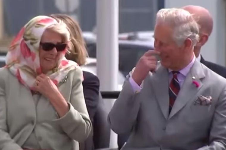Princ Čarls i Kamila prasnuli u smeh usred ozbiljnog događaja: Nisu mogli da se suzdrže! (VIDEO)