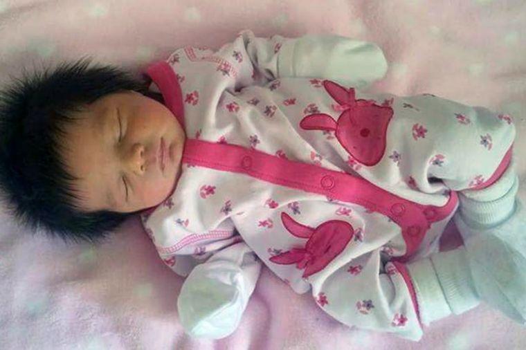 Beba šokirala sve odmah po rođenju: Njene slike opravdano osvojile svet! (FOTO)