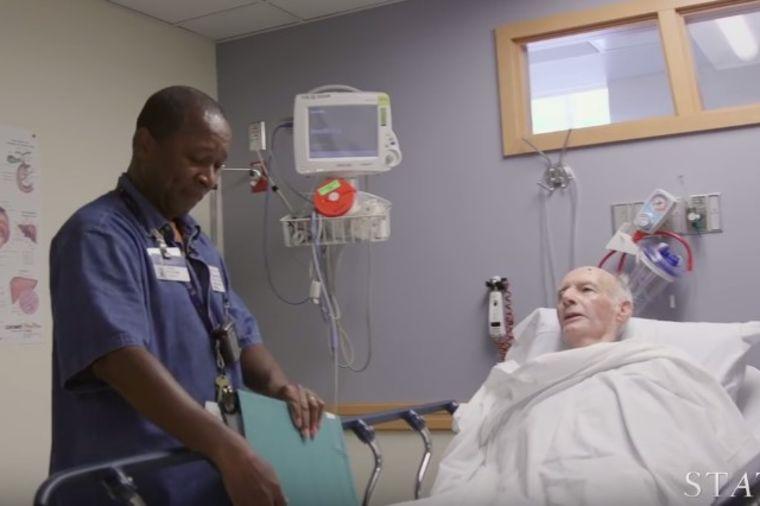 Posao mu da vodi pacijente do sobe: Snimak kamere otkrio šta im stvarno radi! (VIDEO)