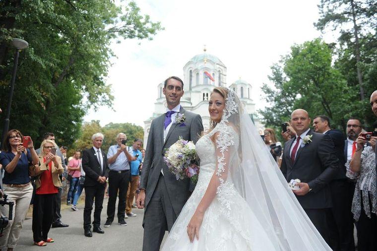 Emotivna poruka nove srpske princeze: Oglasila se na Fejsbuku odmah posle venčanja!