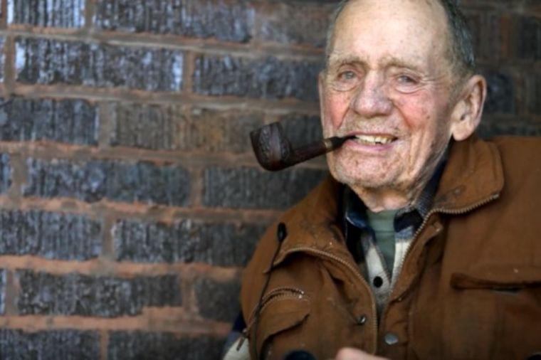 Deka (98) čuvao tajnu 70 godina: Komšije se zapanjile kada su otkrile šta je uradio! (VIDEO)