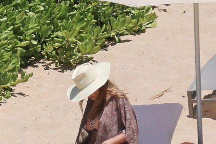 Po treći put trudna: Nakon fotografija sa Havaja, glumica (36) zvanično potvrdila vest! (FOTO)