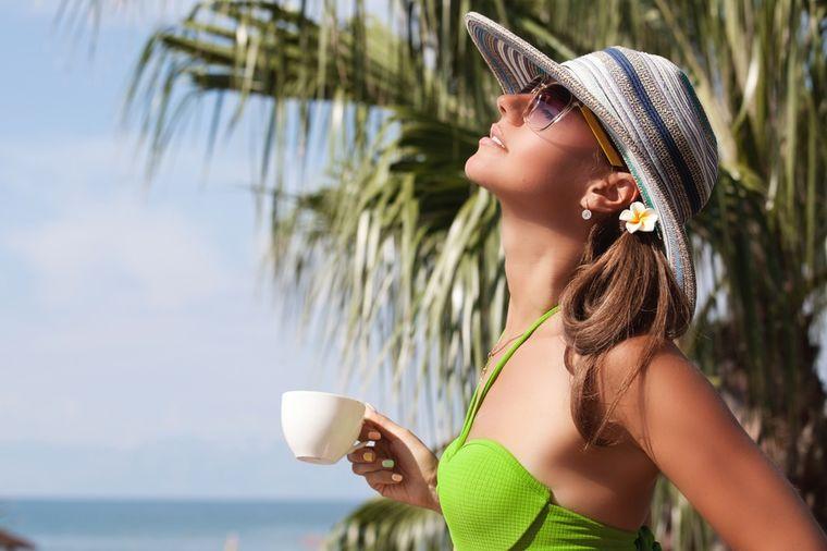Nema tog problema koji jedna šoljica kafe ne može da reši: I na more uz omiljeni napitak!