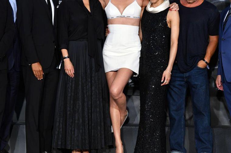 Atomska plavuša: Popularna glumica na premijeri svog filma u donjem vešu (FOTO)