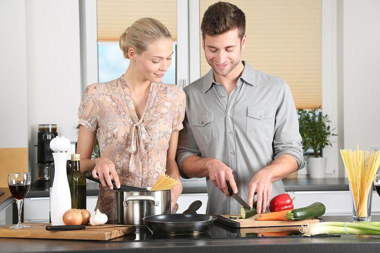 Za sve žene koje su umorne od kuhinje: Sjajni trikovi štede i trud, i vreme!
