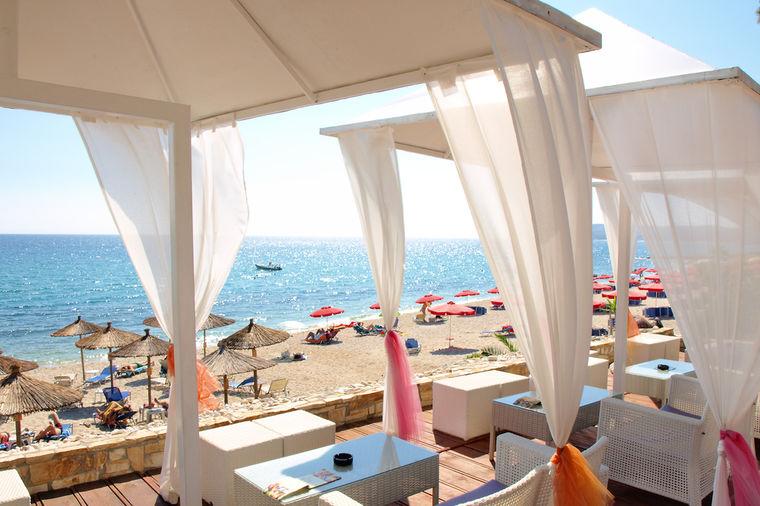 Smaragdno ostrvo divnih plaža i dobrih ljudi: Dijamant Egeja, omiljena srpska destinacija! (VIDEO)