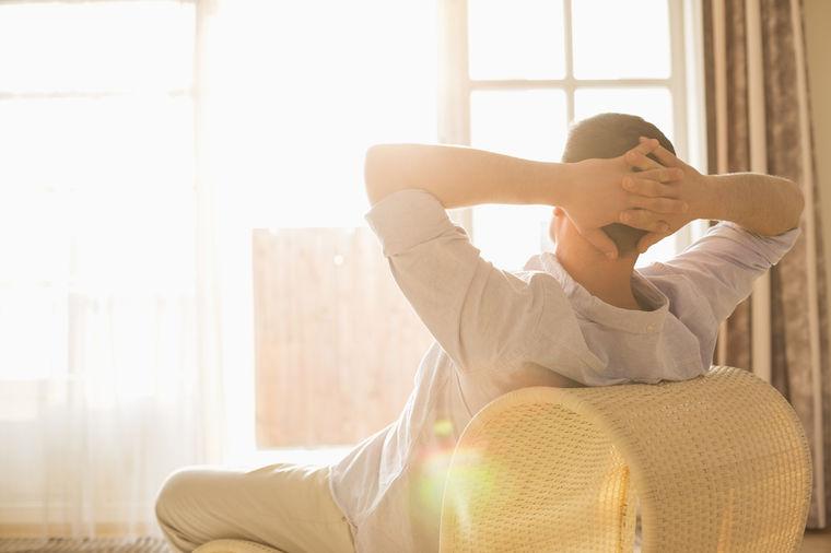 Muškarac očitao lekciju svima: Ja ne pomažem svojoj ženi u kući, njoj je potreban partner!