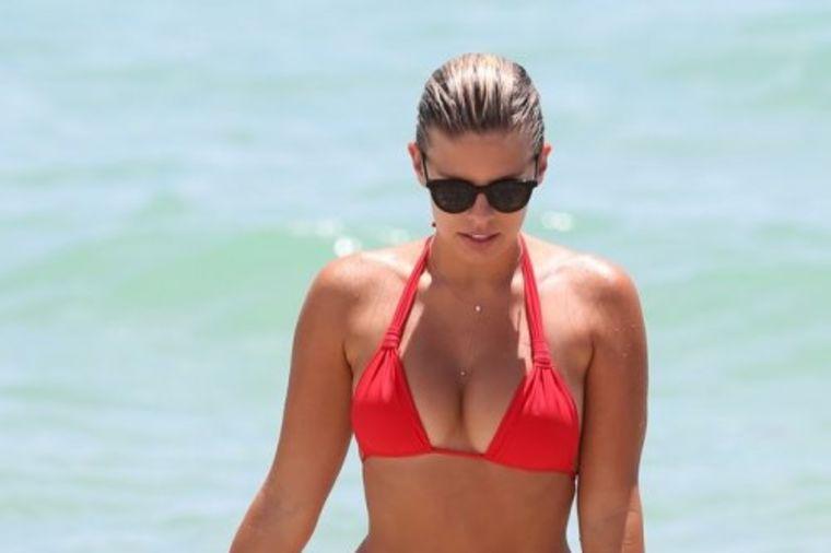 Nataša (26) napravila pometnju u Majamiju: Ovako izgleda telo savršenih oblina! (FOTO)