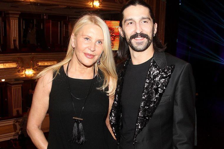 Zašto su svi gledali u Vericu Rakočević i njenog muža: Ona u haljini, on u suknji! (FOTO)