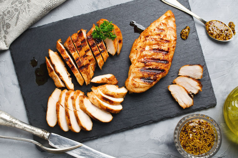 Trik da belo meso bude spolja hrskavo, a iznutra sočno: Svaka domaćica treba da zna! (VIDEO)