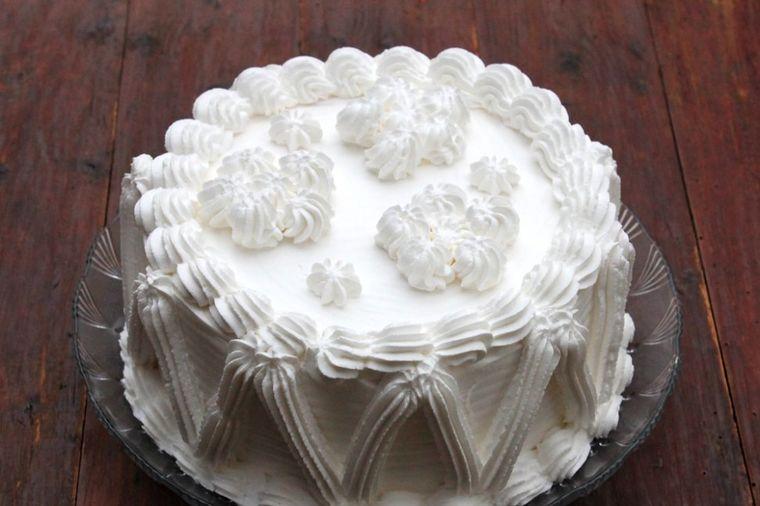 Brza torta napolitanka: Slatkiš toliko jednostavan da i deca mogu da ga prave! (RECEPT)
