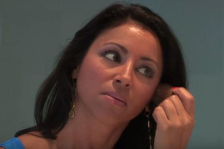 Nakon prosidbe, hirurg je izobličio plastičnim operacijama: Evo šta joj je uradio sa telom! (VIDEO)