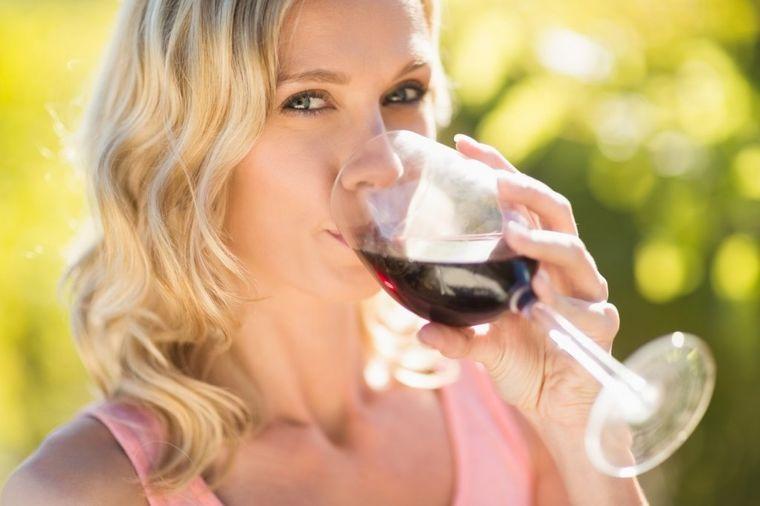 Leči anemiju, jača srce i krvne sudove: Sve koristi kupinovog vina!