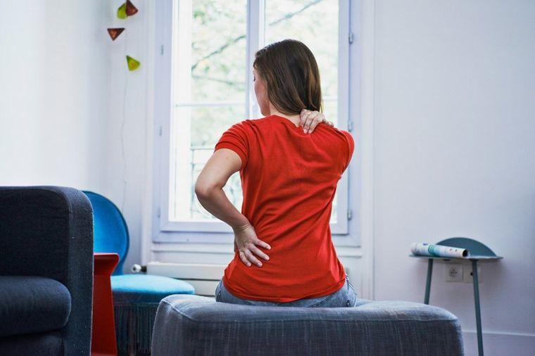 7 navika koje polako, ali sigurno uništavaju kičmu: Zbog ovoga vas boli i probada u leđima!