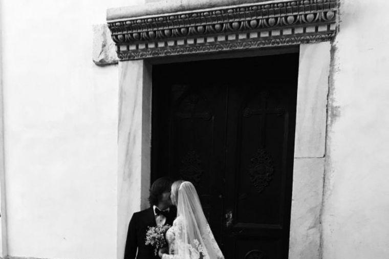 Prelepo venčanje u Italijii: Ruska manekenka u neverovatnoj venčanici! (FOTO, VIDEO)