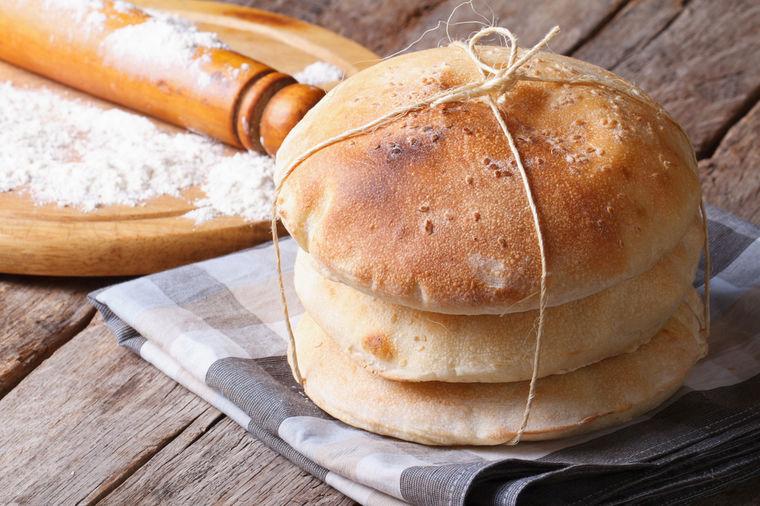 Krckav, rupičast, mekan kao pamuk: Recept za originalni pekarski somun!