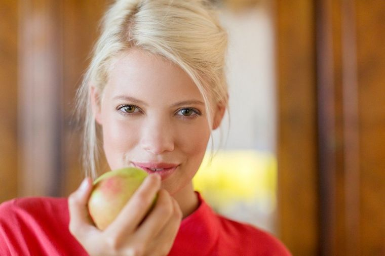 Ako se ovako koristi, jabuka može vrhunski da očisti kožu i regeneriše kosu!