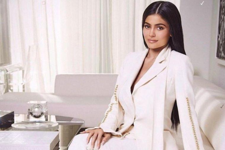Nećete verovati koliko zarađuje najmlađa sestra Kim Kardašijan: Naravno, milioni su u pitanju!(FOTO)