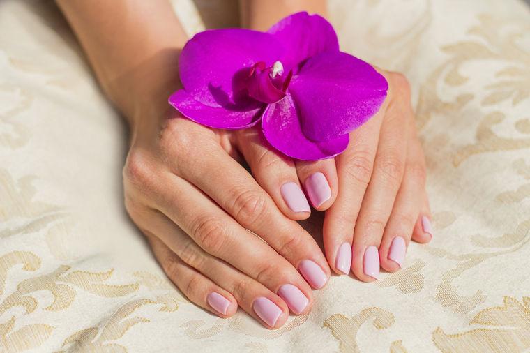 Kako da skinete lak sa noktiju bez acetona: Praktičan trik uspeva uvek!