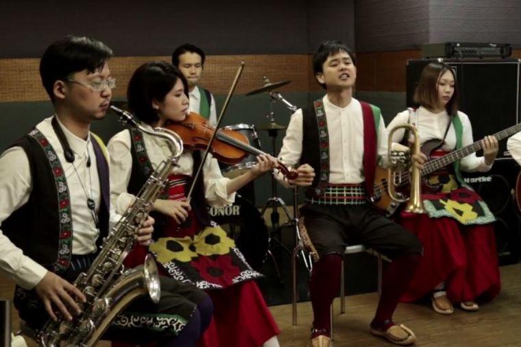 Japanci u narodnoj nošnji pevaju muziku Balkana: Snimak koji je oduševio Srbe! (VIDEO)