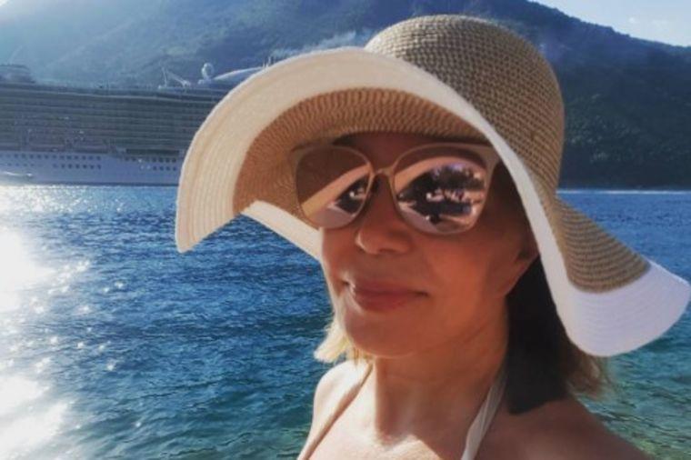 Neda Ukraden proslavila 67. rođendan u kupaćem: Ženama uputila snažnu poruku! (FOTO)