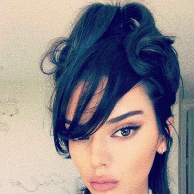 Šik frizura u nekoliko  pokreta: Super fora poznate manekenke za novi izgled (VIDEO)