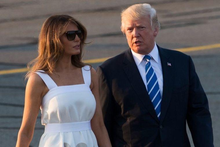 Prvi put posle 15 dana u javnosti: Žene se otimaju oko haljine Melanije Tramp! (FOTO)